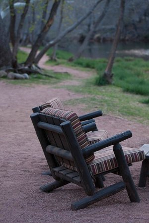 L'Auberge de Sedona: Creek / Riverside seating