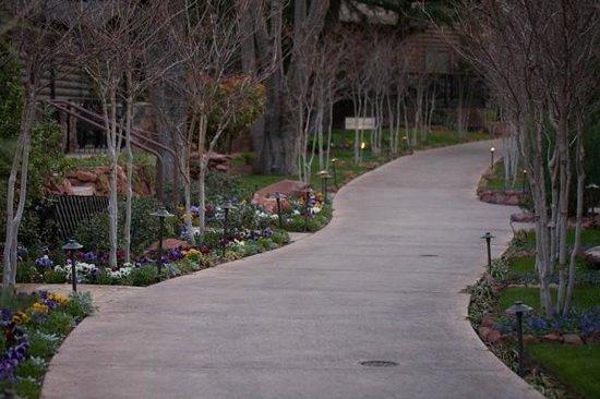 L'Auberge de Sedona: Hotel Walkways