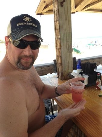 Hilton Sandestin Beach, Golf Resort & Spa: enjoying drinks at the Sand bar