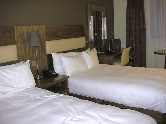 Hilton Bristol Hotel: ツインルームの様子