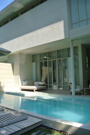 SALA Phuket Resort & Spa: chambre avec piscine