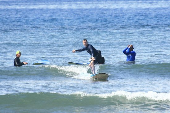 Waves Hawaii Surf School: First lesson surfing success!