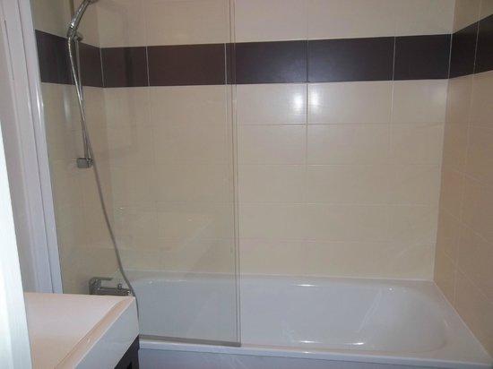 Résidence Odalys Les Villas de la Baie : salle de bains