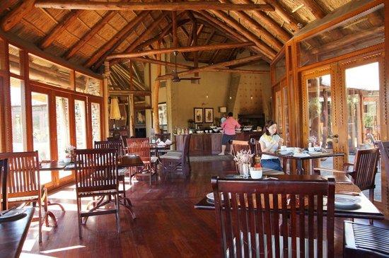 Pumba Private Game Reserve: Lodge - Speisesaal