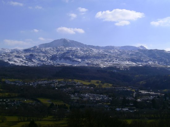 Dwy Olwyn Bed & Breakfast: View from our roomof snow on Cader Idris
