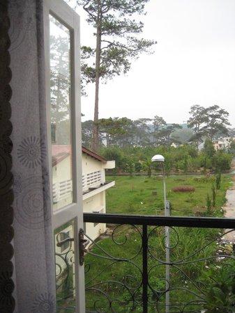 Pham Le Hotel : balcony
