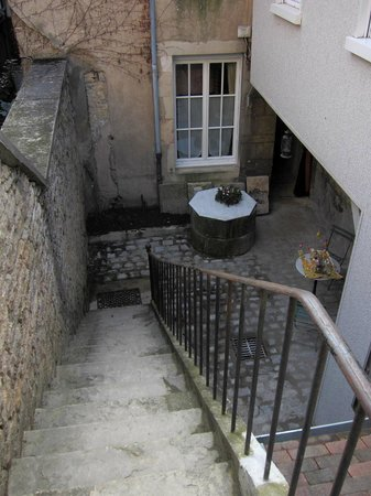 Le Petit Tertre : stairs to reach the apartment