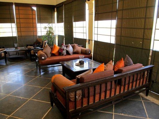 Irai Safari Retreat: The sit out outside the Dining