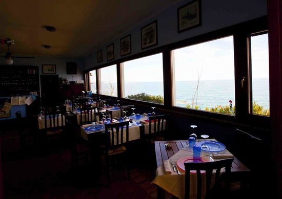 La Balena - Osteria di Mare: sala interna con vista mare