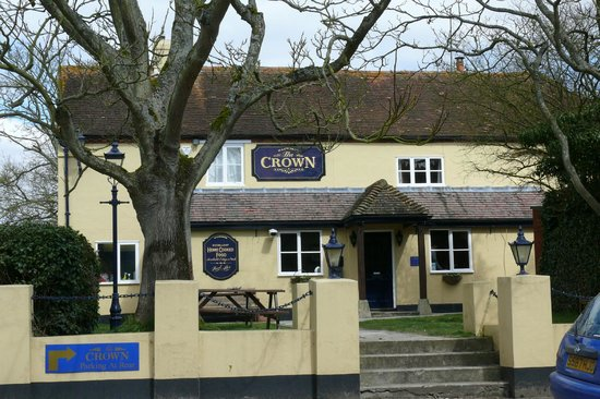 The Crown Inn Restaurant: PUB FRONT