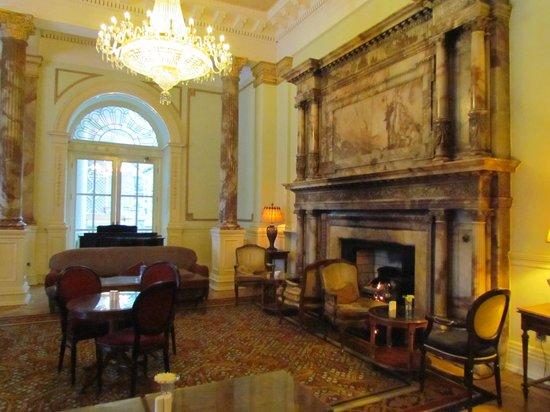 Radisson Blu St. Helen's Hotel, Dublin: The cozy foyer