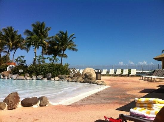 Golden Sands Villas: view to the beach