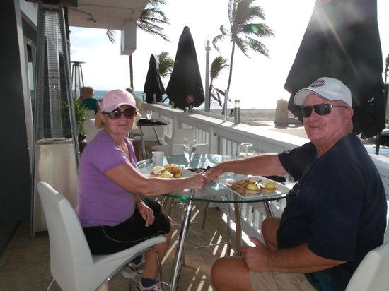 Marine Villas: Breakfast on the broadwalk