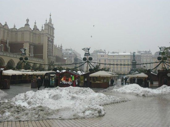 Cracow Hostel: View from the front door of the Hostel onto the market square