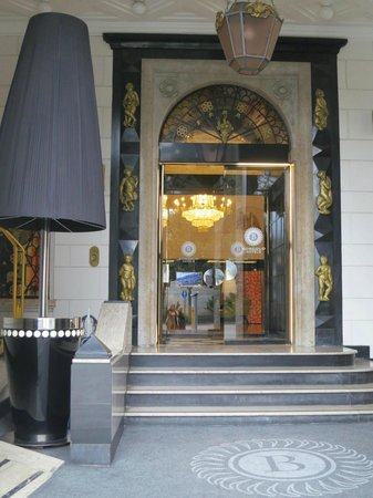 Grand Hotel Palace: The entrance