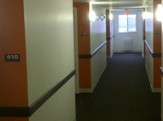 Motel 6 Kingston: Hallway