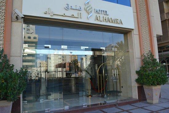 AlHamra Hotel: Вход в отель