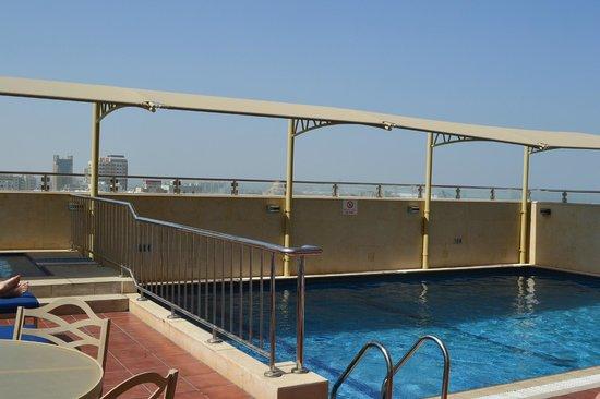 AlHamra Hotel: 12 этаж - бассейн