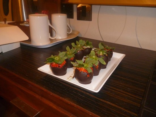 Cranleigh Boutique: Definately worth a try, chocolate covered strawberries