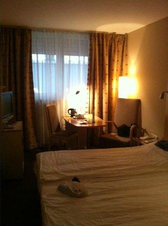 โรงแรมเมอร์คิวร์บูดาเปสต์โคโรนา: the room