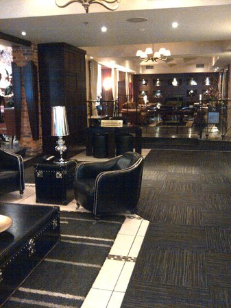 Hotel Nelligan: Front lobby/reception area