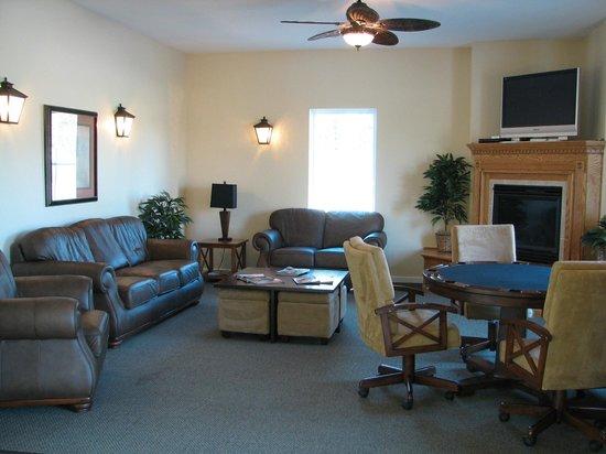 The Inn at Oak Terrace: Resort Center - Social Room
