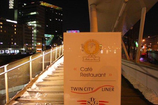 Motto am Fluss: Eingang zum Restaurant