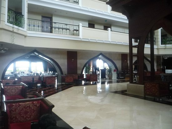 Crowne Plaza Hotel Antalya: Ground floor