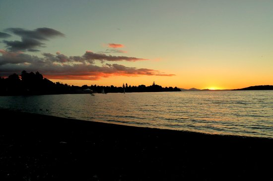 Ash Grove Boutique Motel: Sunset on Taupo
