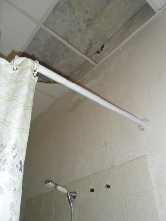 Hotel San Geminiano: bathroom ceiling