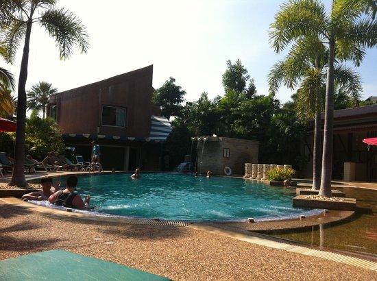 Timber House Resort : piscina