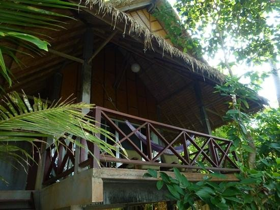 Narima Bungalow Resort: beach view bungalow