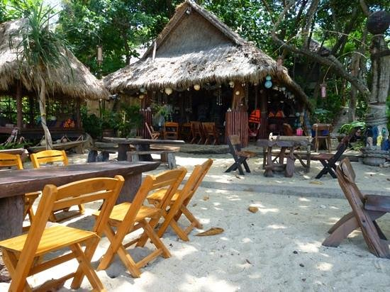 Narima Bungalow Resort: beach bar