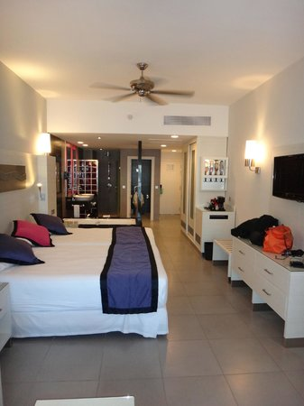 Hotel Riu Palace Bavaro: Our room