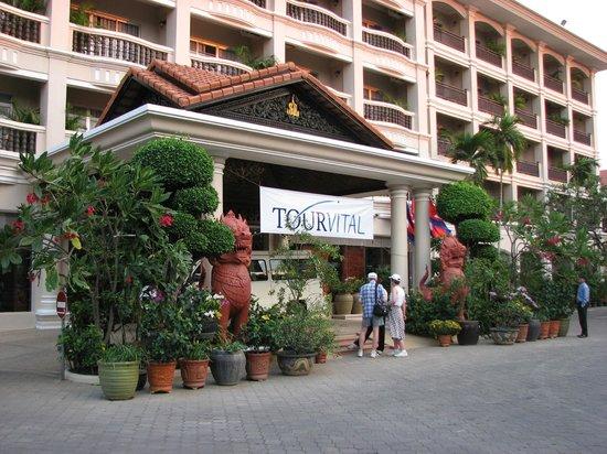 Hotel Somadevi Angkor Resort & Spa: Hotel front