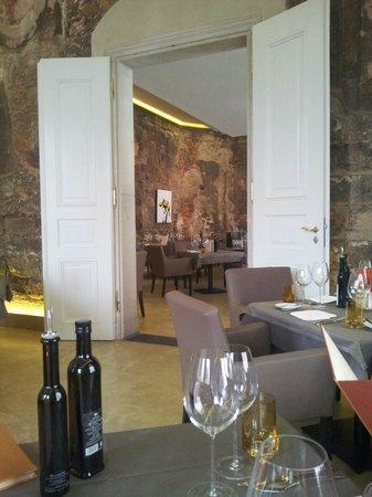 Blick vom Platz ins Restaurant