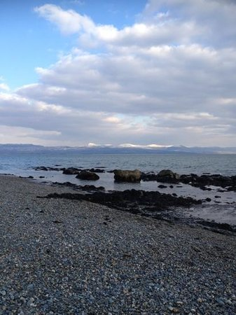 Min y Gaer: View from the beach only 2 minutes walk from the Guest house.