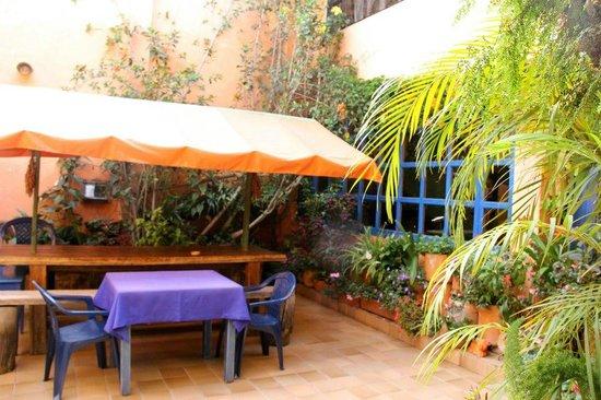 Posada de Los Angeles: Center patio where breakfast happens