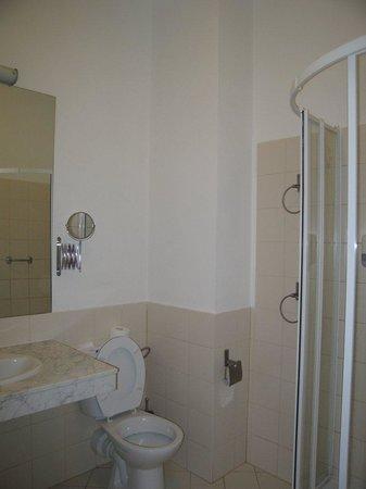 Hotel Focus Lodz: Bathroom