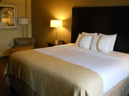 Holiday Inn Macon North: Bed/Bedroom