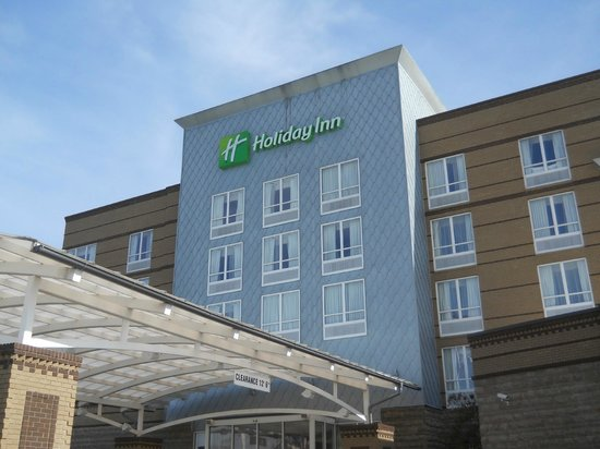 Holiday Inn Macon North: Front of hotel.