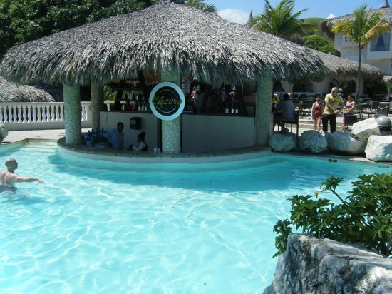 Cofresi Palm Beach Spa Resort Cheers Swim Up Bar