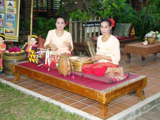 Legendha Sukhothai: réalisation de colliers de fleurs