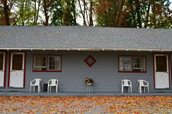 Chamber Lane Motel : Outside seating
