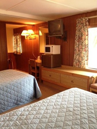 Chamber Lane Motel: Room with 2 double beds