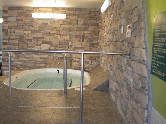Baymont Inn & Suites Mankato: Whirlpool