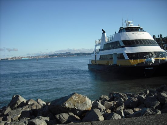 The Lodge at Tiburon : Ferry just across the street from hotel- Easy transportation to the city