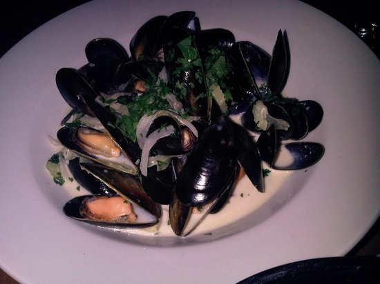 Smugglers Grill & Bar: I Had the moules & frites, very nice