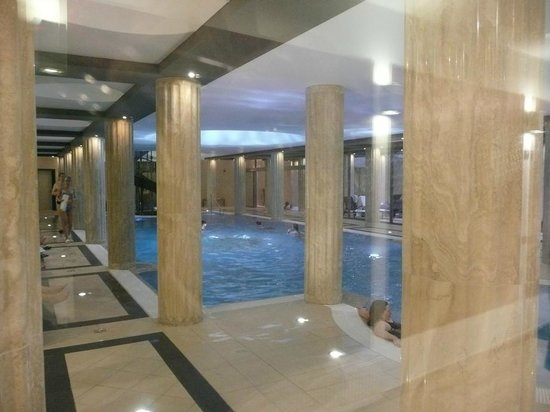 Hotel Alexandria: Pool - three-four floors under suites