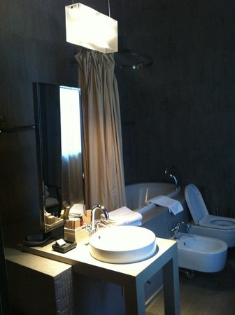 Villa Sassolini Luxury Boutique Hotel: Bathroom
